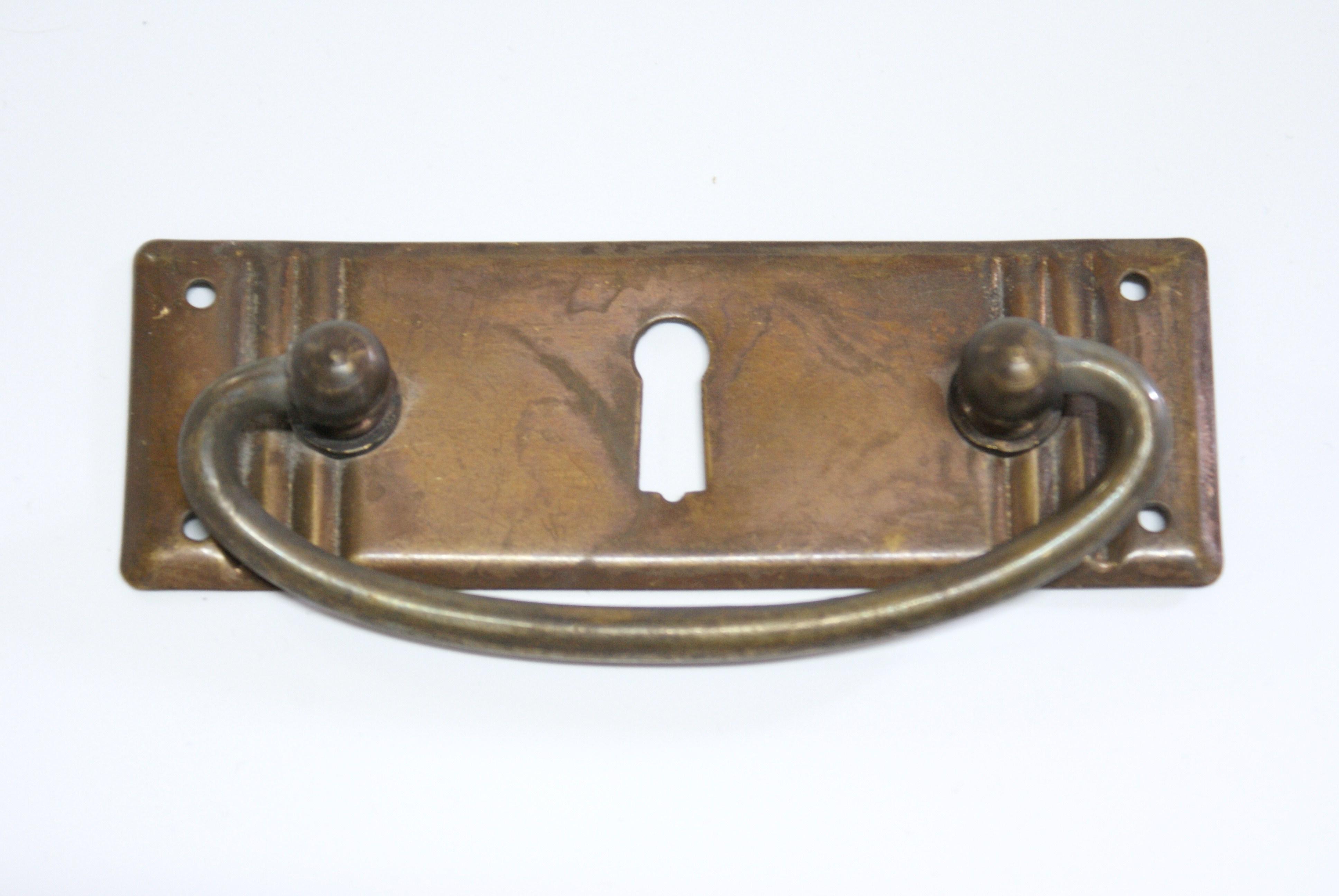 Gründerzeit meubelgreep met sleutelgat
