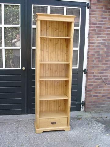 https://meubelmakerij-grenenhoeve.nl/wp-content/uploads/2016/03/geloogd-grenen-boekenkast.jpg