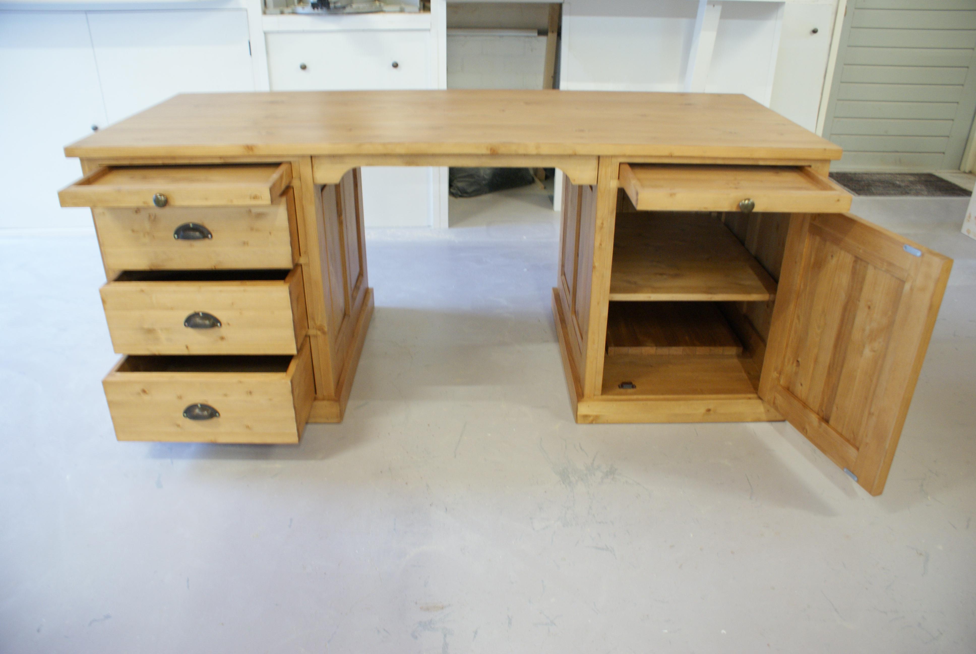 grenen bureau bossing gepaneeld bureau s op maat grenenheove. Black Bedroom Furniture Sets. Home Design Ideas