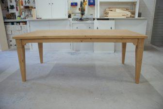 grenen houten tafel