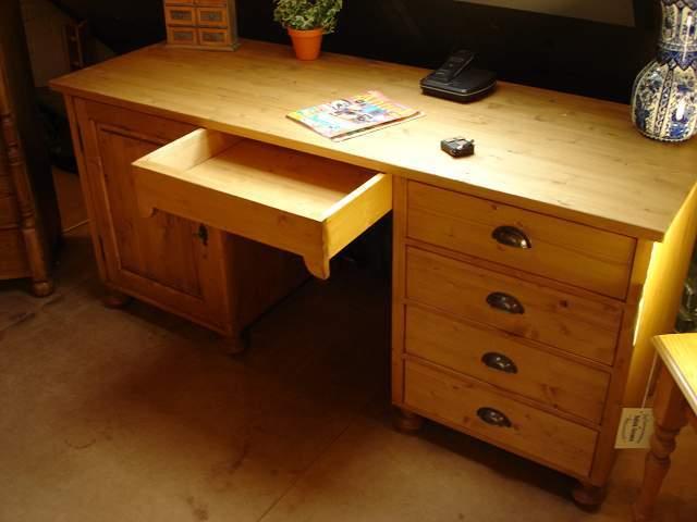 geloogd grenen bureau bureau s op maat gemaakt de grenenhoeve. Black Bedroom Furniture Sets. Home Design Ideas