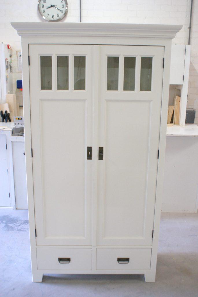 Witte 2 deurs kast kasten op maat gemaakt vindt u bij de for Goedkope trappen op maat