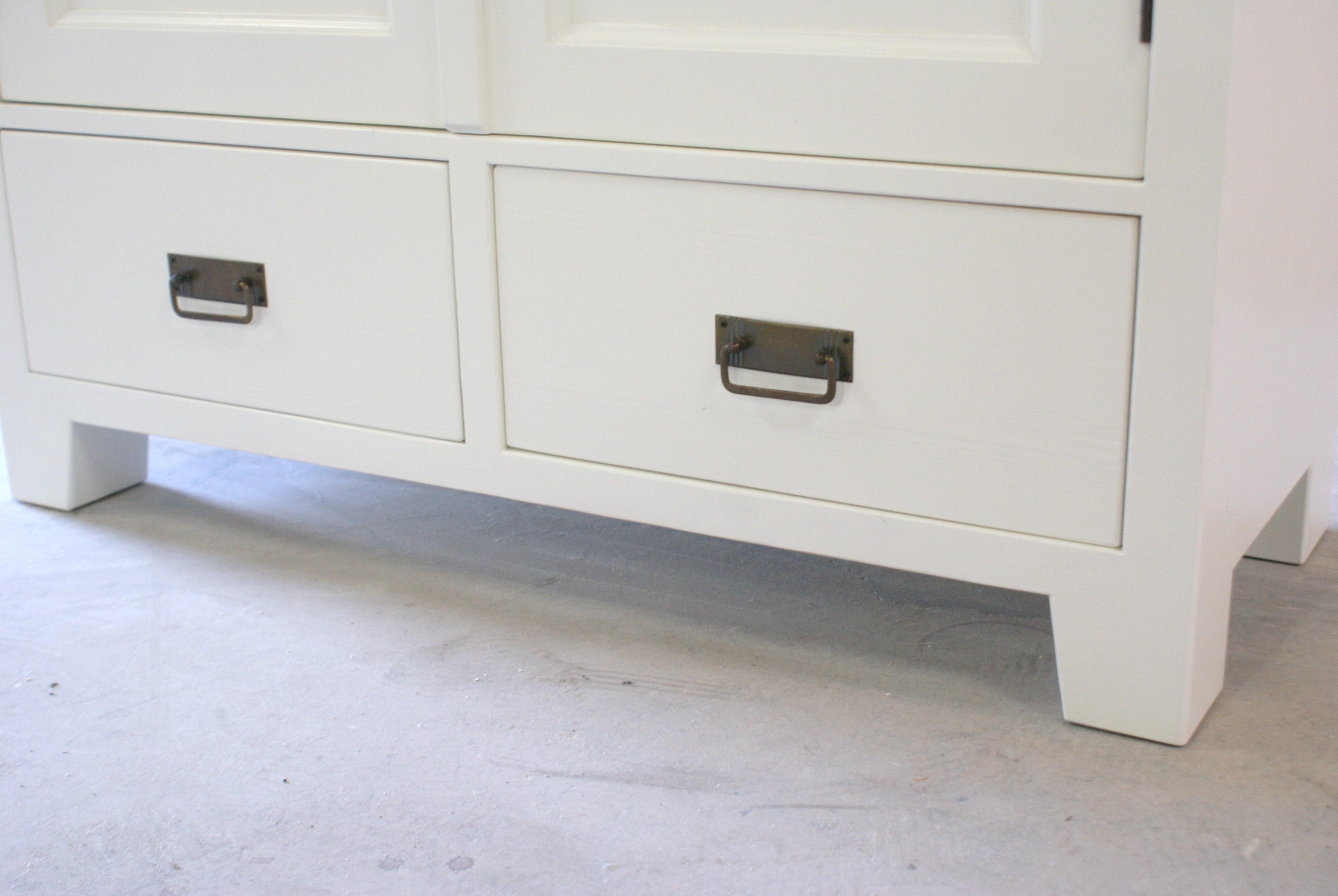 Witte deurs kast kasten op maat gemaakt vindt u bij de