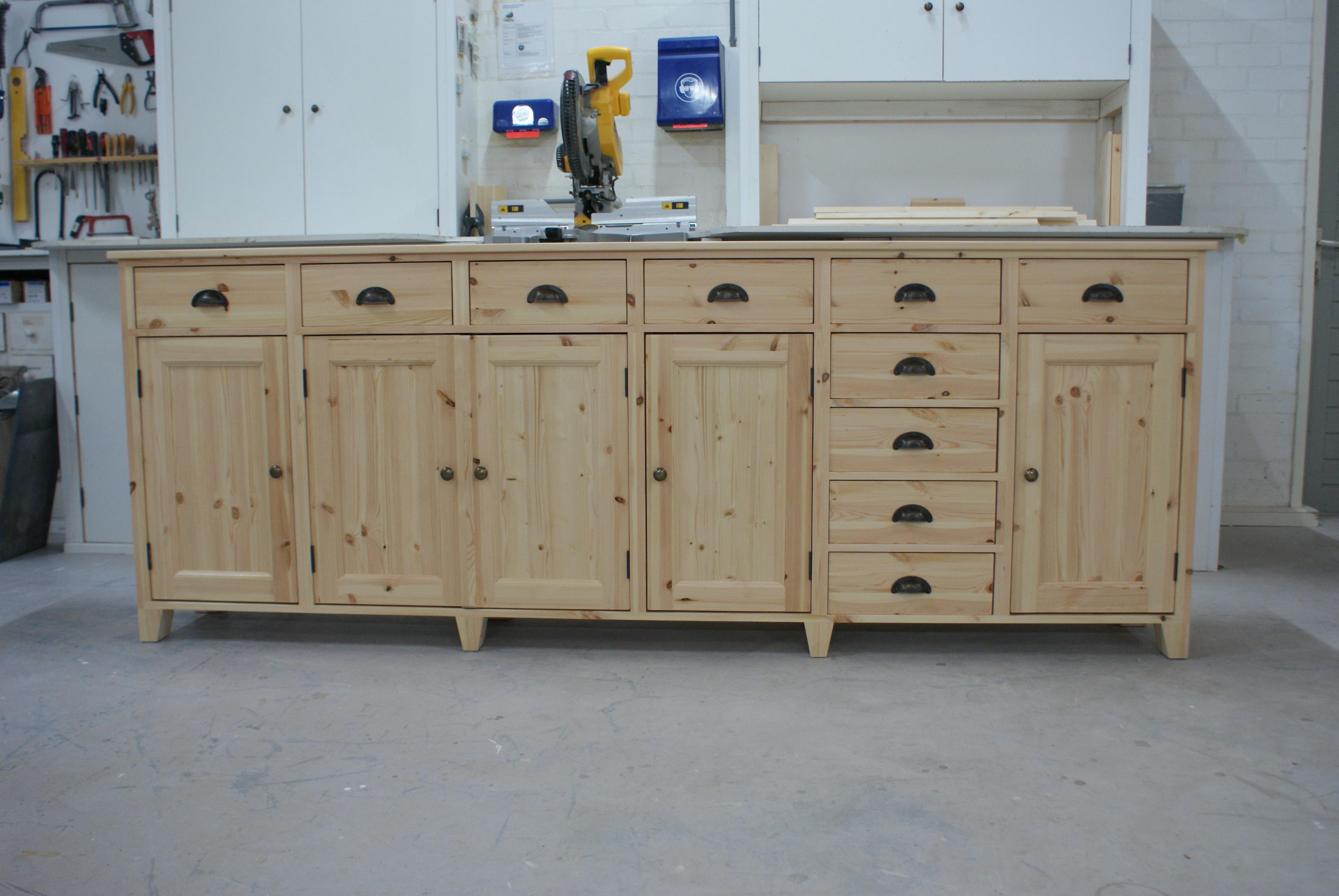 Blank houten dressoir
