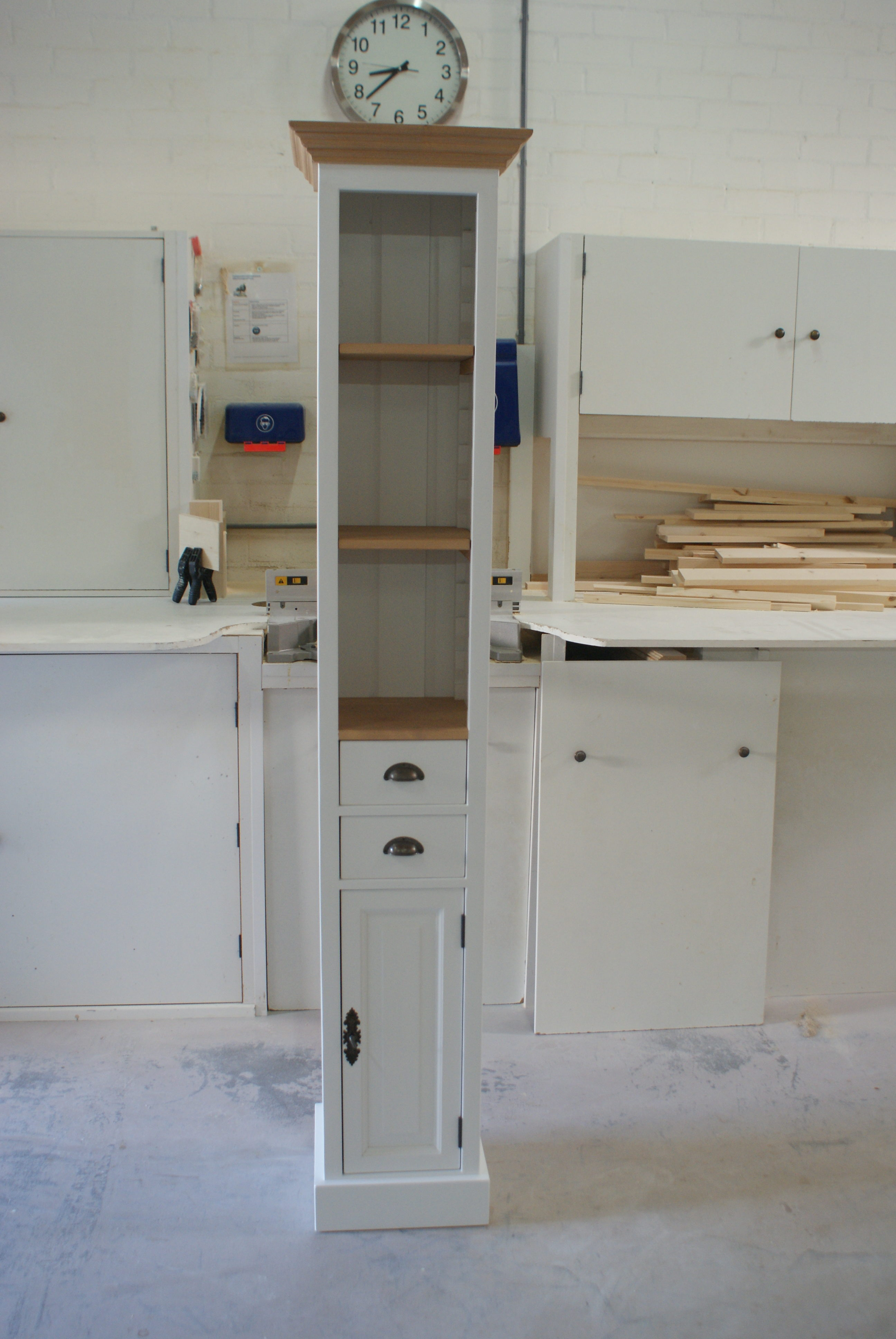 Smalle Witte Kast.Witte Landelijke Smalle Kast Showroom De Grenenhoeve