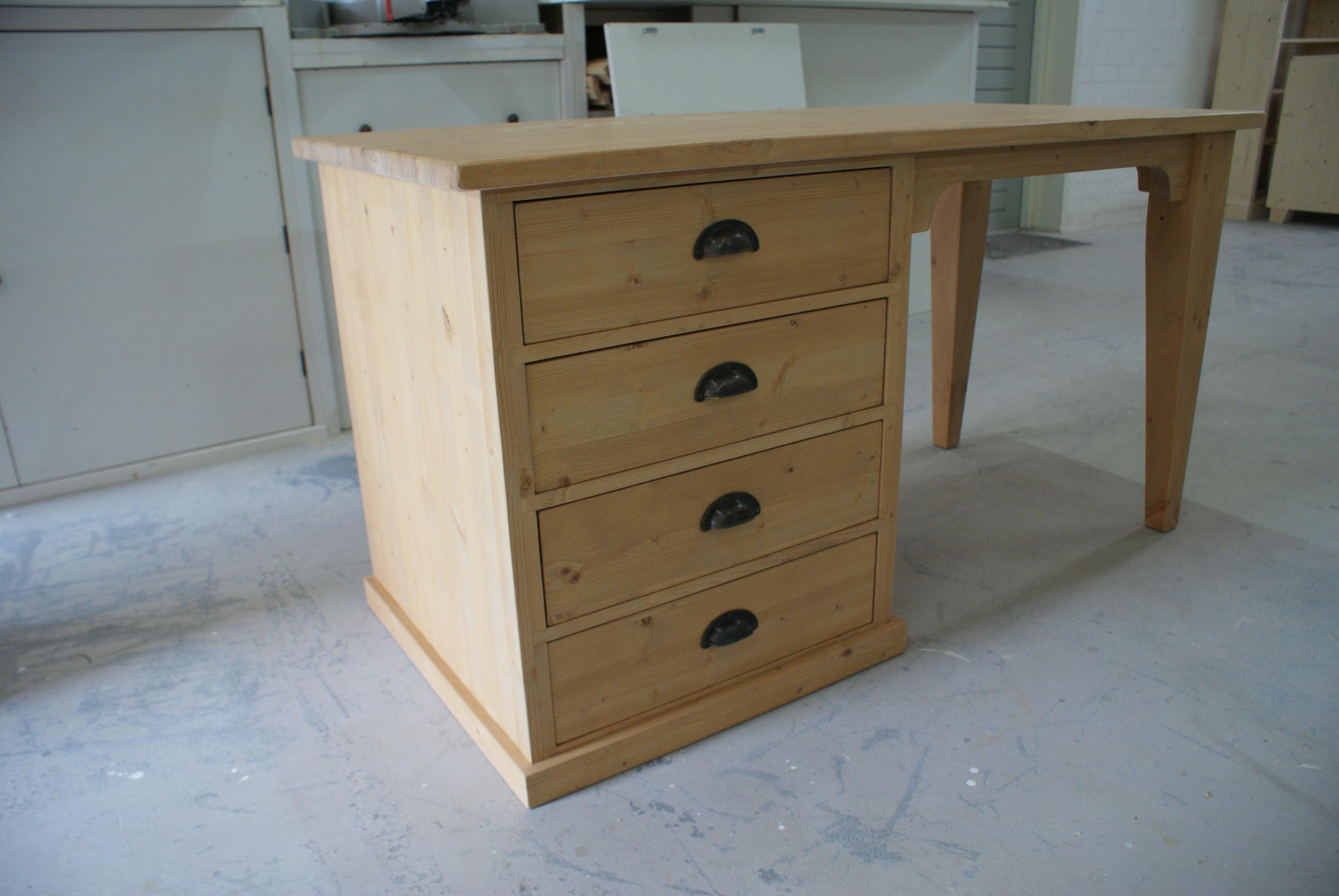 Houten tafelbureau bureaus op maat gemaakt de grenenhoeve for Ladenblok op bureau