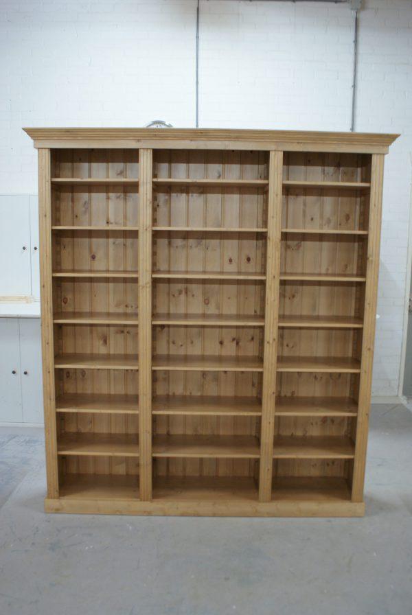 Boekenkast massief hout op maat gemaakt vindt u bij de grenenhoeve - Boekenkast hout en ijzer ...
