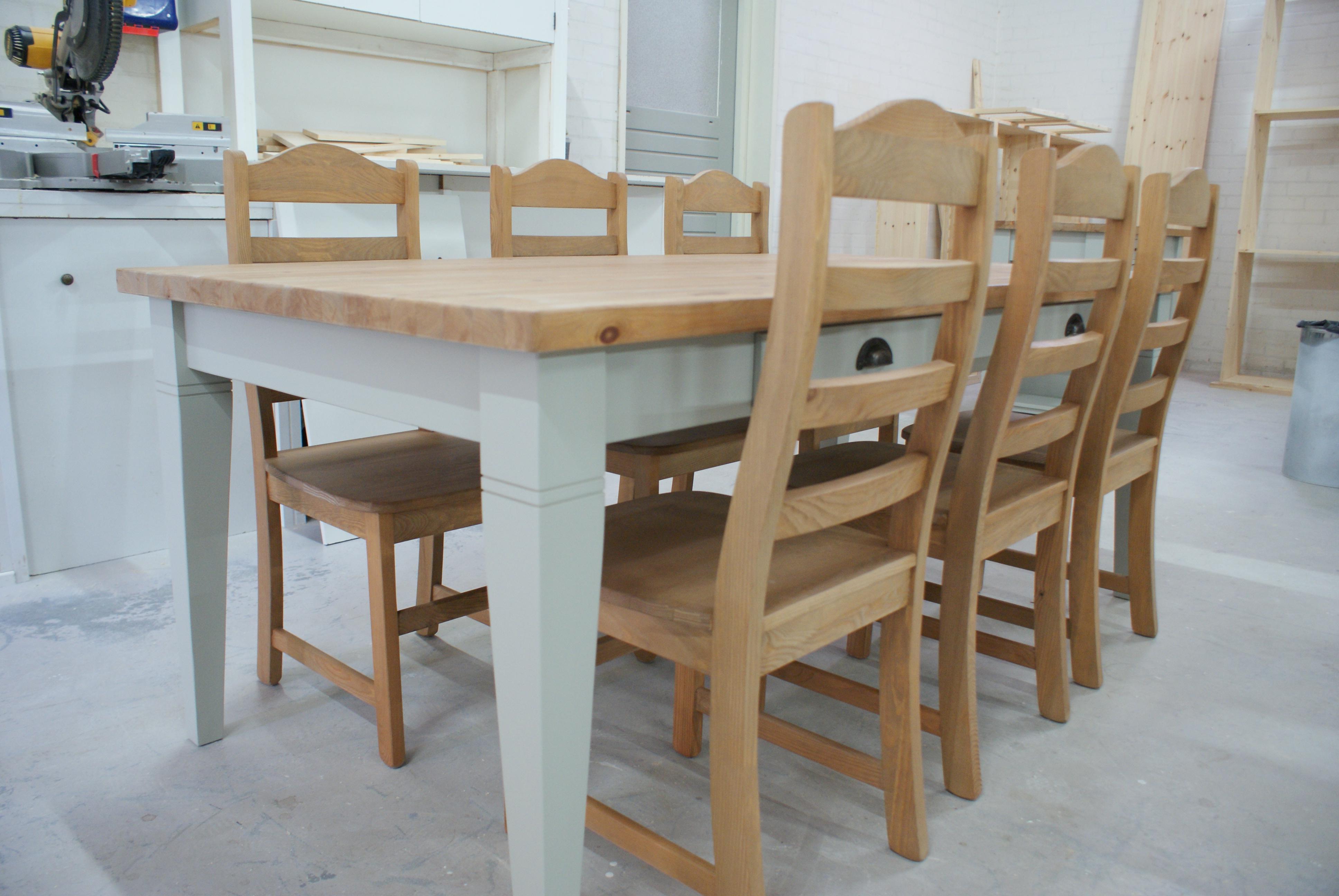 Landelijke tafel en stoelen vindt u bij meubelmakerij de grenenhoeve - Tafel en stoelen dineren ...