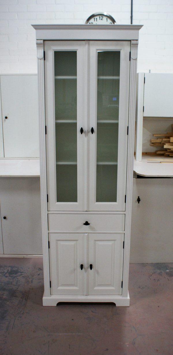landelijke vitrinekast wit