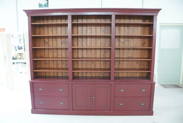 boekenkast met deuren onder