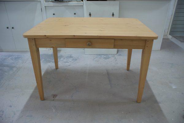 kleine grenen tafel