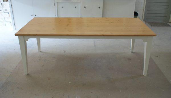 Landelijke tafel showroom